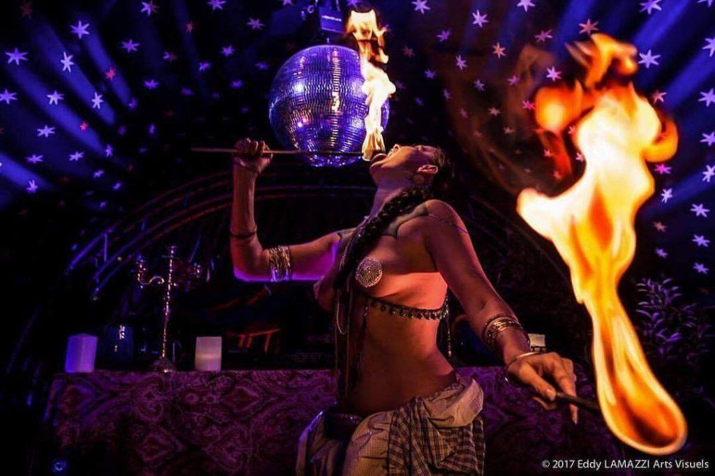 danse orientale cracheuse de feu