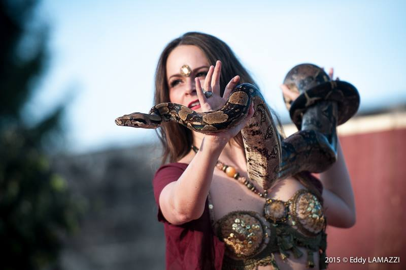 danseuse orientale avec serpents orientale