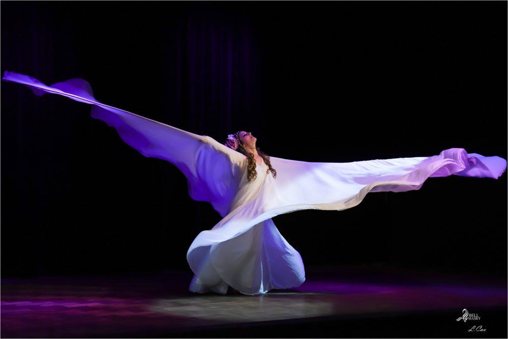 hommage à la danse serpentine de Loie fuller par Taly Hanafy