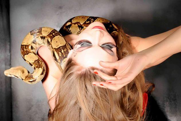 danseuse orientale charmeuse de serpents