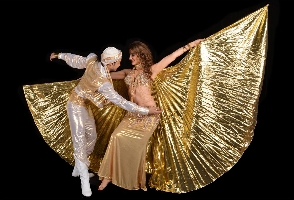 danseuse orientale à Paris avec ailes d'isis