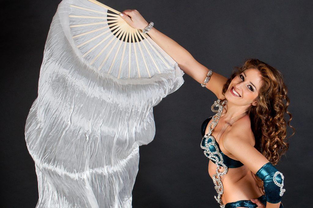 spectacle de danse orientale avec danseuse
