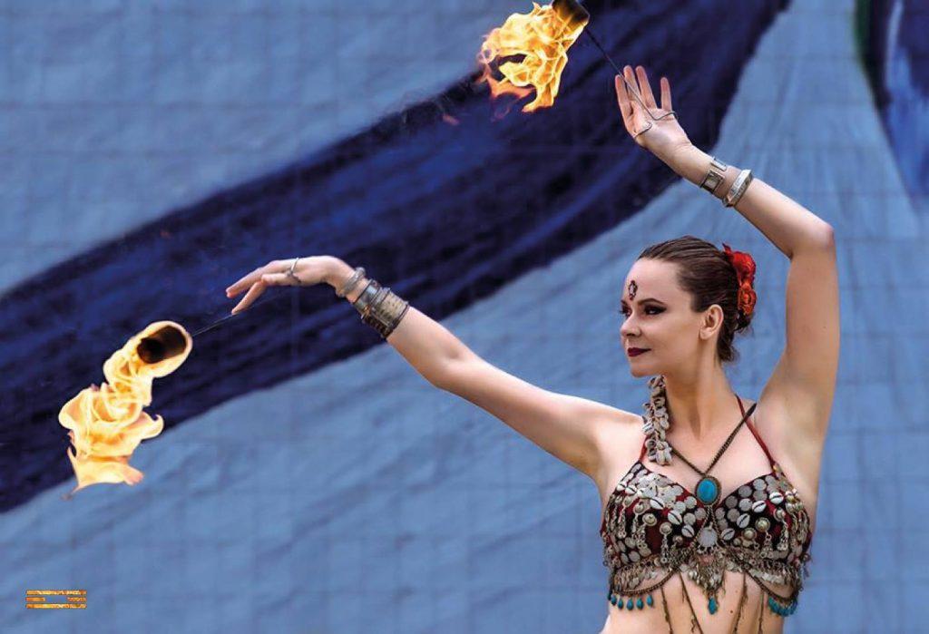 danseuse orientale avec feu