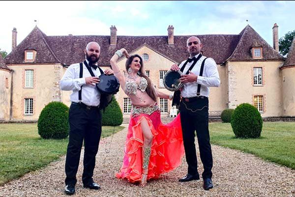 danseuse orientale et musiciens orientaux